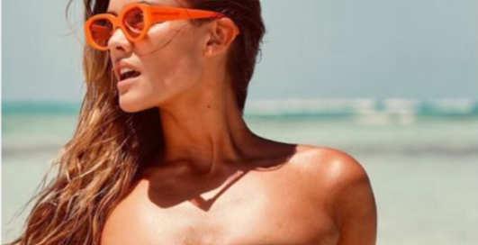 Чудо-бикини: Нина Агдал сексуально обнажилась на море