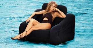 Дженнифер Энистон снялась топлесс и заявила, что дискомфорта при обнажении не испытывает