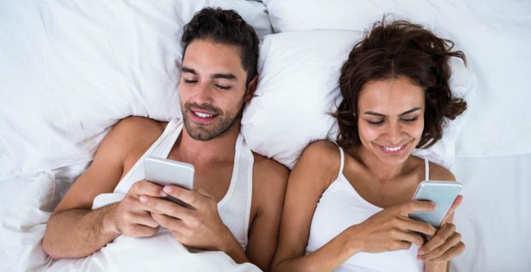 Секс в опасности: ученые доказали негативное влияние смартфонов на интимную жизнь