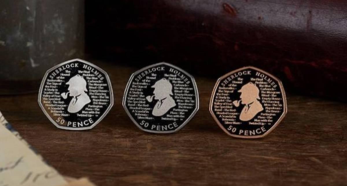 В Британии выпустили монеты с Шерлоком Холмсом, где текст можно прочесть лишь с лупой