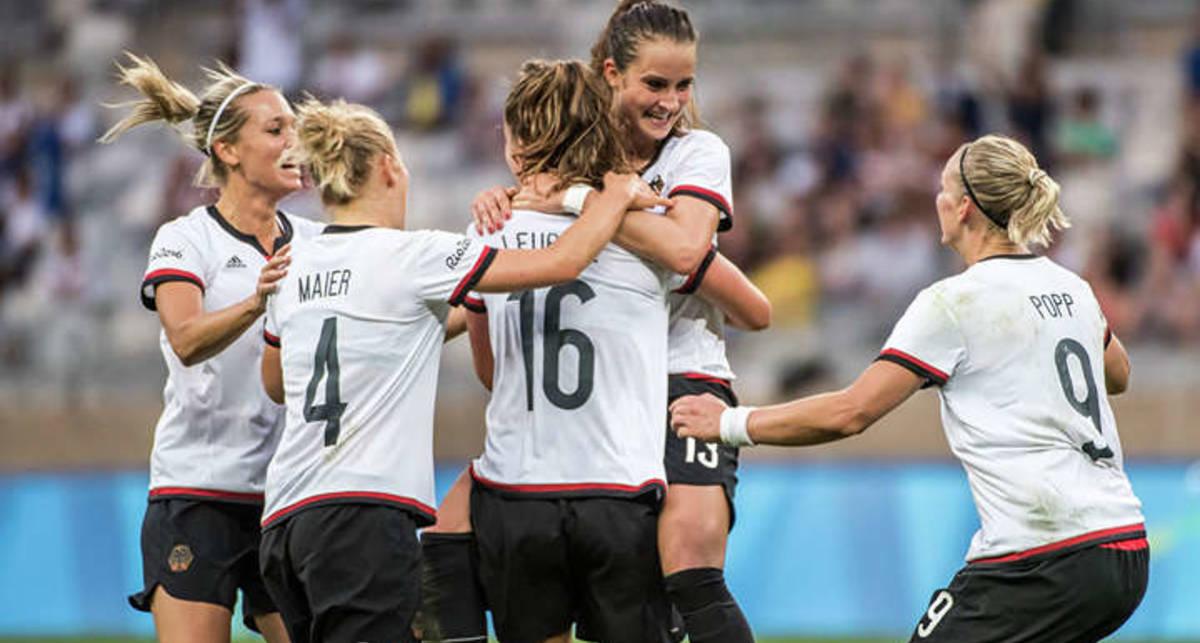 Немецкая женская сборная по футболу эпатирует в рекламе перед ЧМ-2019